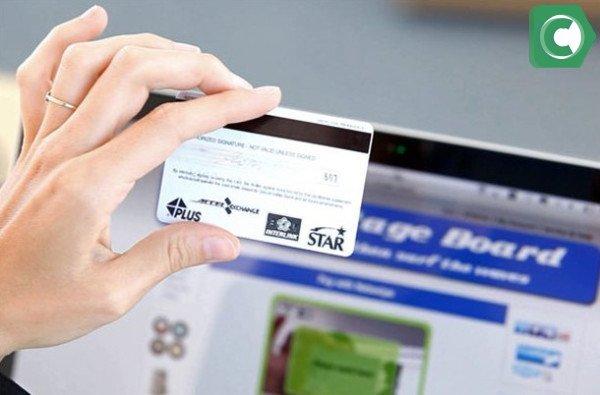 Для безопасных покупок в интернете стоит открыть виртуальный пластик