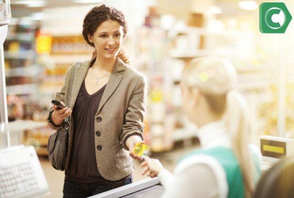 При эквайринге клиенты могут оплачивать покупки банковскими картами