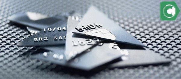 По истечению срока дейсвия карты следует обратить в отделение банка и написать заявление на замену