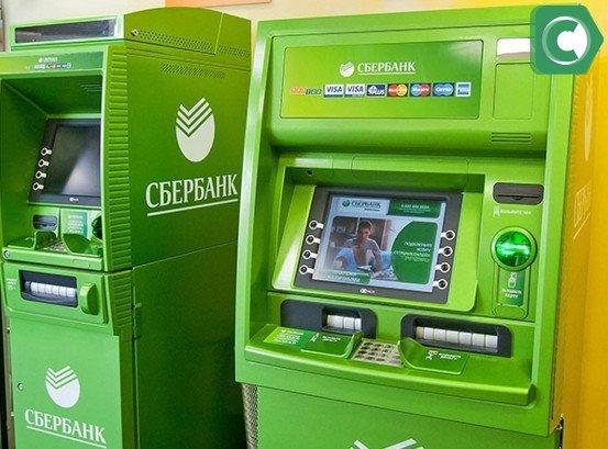 Если карточка заблокирована деньги, можно получить в банке