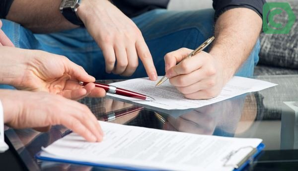 Для начала совершения сделки сотрудники Сбербанка проверяют верность заявленных данных по жилью