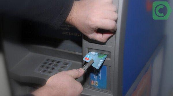 Если карточка застряла в банкомате